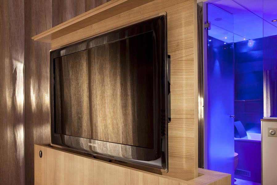 Flat sreen tv, Hotel design Secret de Paris